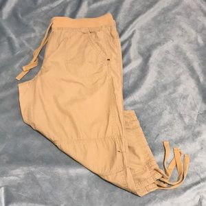 FADED GLORY PULL ON CAPRIS (A5)